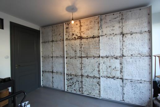 schuifdeur garderobekast wit brocante panelen, meubelmaker amsterdam cabinetmaker custom furniture op maat gemaakt maatwerk meubels