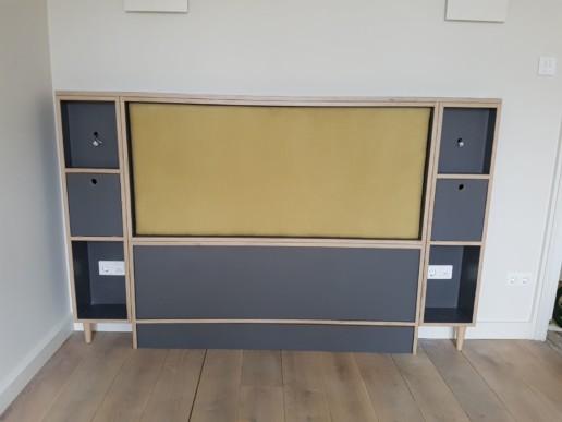 maatwerk houten bedachterwand met kussen, meubelmaker amsterdam cabinetmaker custom furniture op maat gemaakt maatwerk meubels