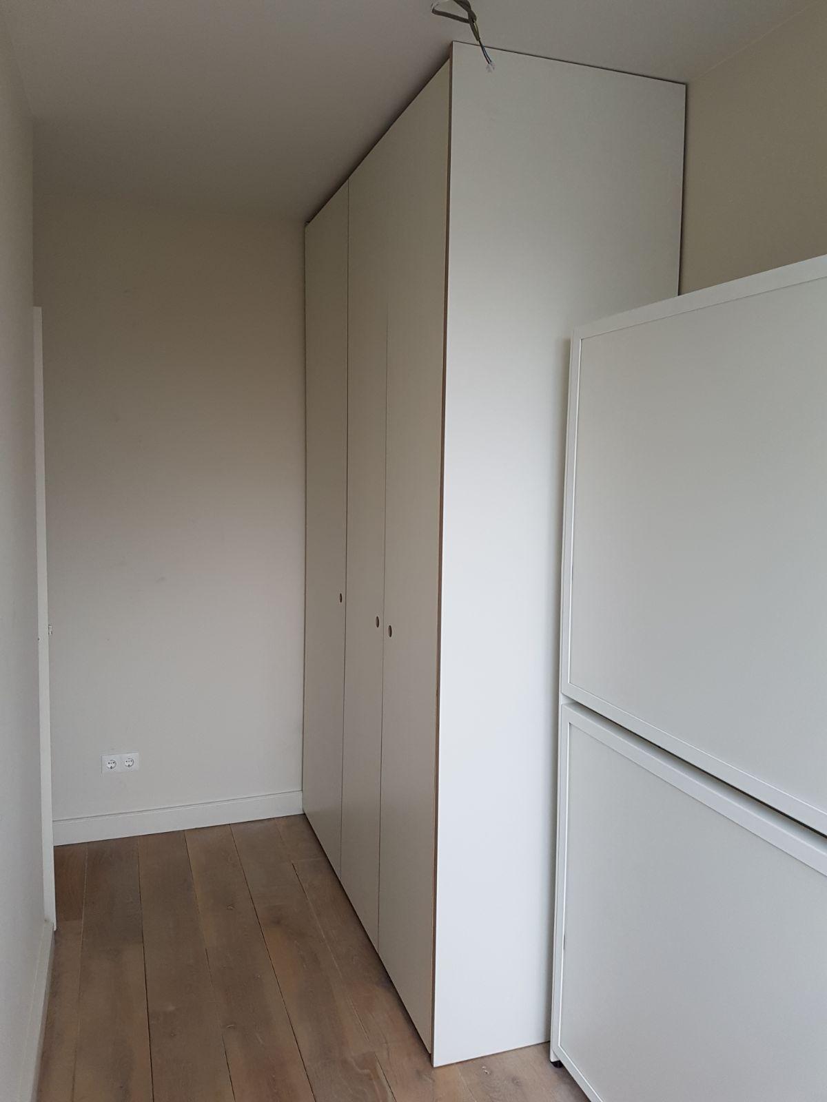 Schuifdeuren Voor Garderobekast.3052 2 Witte Schuifdeuren Wasmachine En Garderobekast 2d W