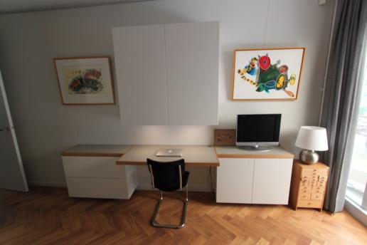 bureau met witte kastjes, grijs blad en massief houten randen en bovenkast, meubelmaker amsterdam cabinetmaker custom handmade furniture op maat gemaakt maatwerk meubels