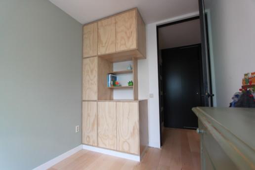 underlayment kast greeploze fronten en tussen nis met legplanken, meubelmaker amsterdam cabinetmaker custom handmade furniture op maat gemaakt maatwerk meubels