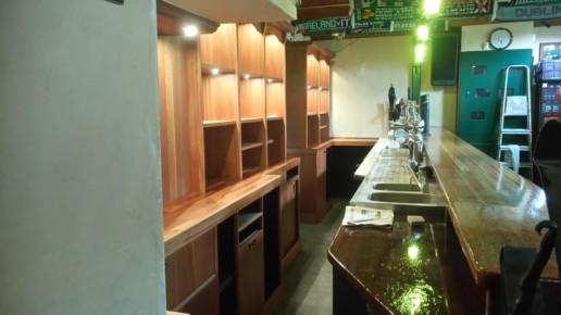 houten barachterkast met inbouwspotjes, meubelmaker amsterdam cabinetmaker custom handmade furniture op maat gemaakt maatwerk meubels