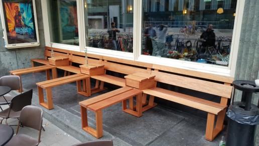 houten terras banken met kleine opzettafeltjes, meubelmaker amsterdam cabinetmaker custom handmade furniture op maat gemaakt maatwerk meubels