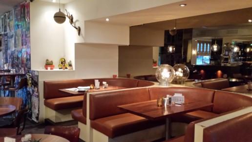 zithoek horeca ronde rode banken, meubelmaker amsterdam cabinetmaker custom furniture op maat gemaakt maatwerk meubels