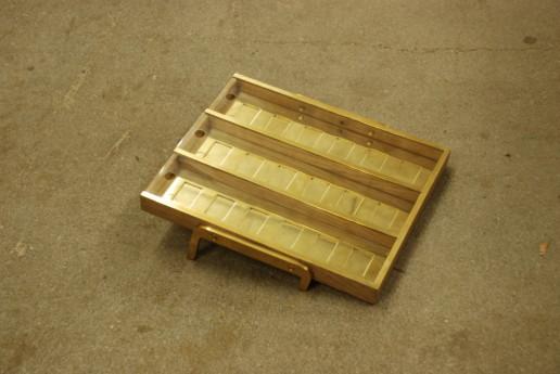 stuffbakjeshouder wietbakjeshouder wiet van messing en eiken, meubelmaker amsterdam cabinetmaker custom furniture op maat gemaakt maatwerk meubels
