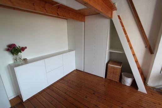 wit greeploos dressoir en hoge kast onder trap, meubelmaker amsterdam cabinetmaker custom handmade furniture op maat gemaakt maatwerk meubels