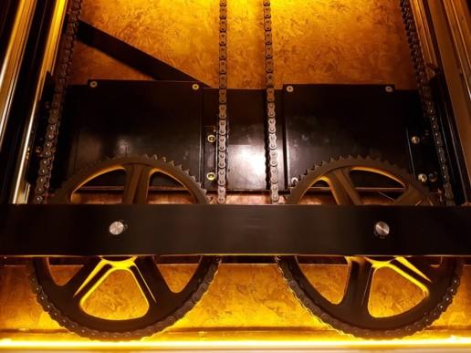 koekjeslift met gouden accenten bakkerij boven, meubelmaker amsterdam cabinetmaker custom handmade furniture op maat gemaakt maatwerk meubels