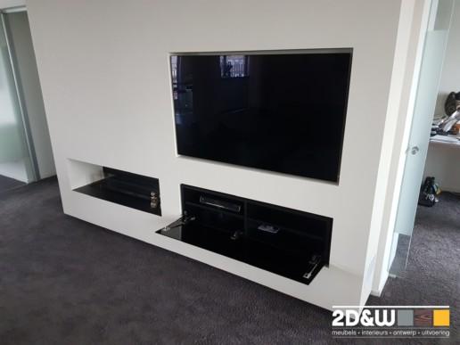 meubelmaker amsterdam cabinetmaker custom handmade furniture op maat gemaakt maatwerk meubels klep tv inbouw glas zwartglas tvontvanger